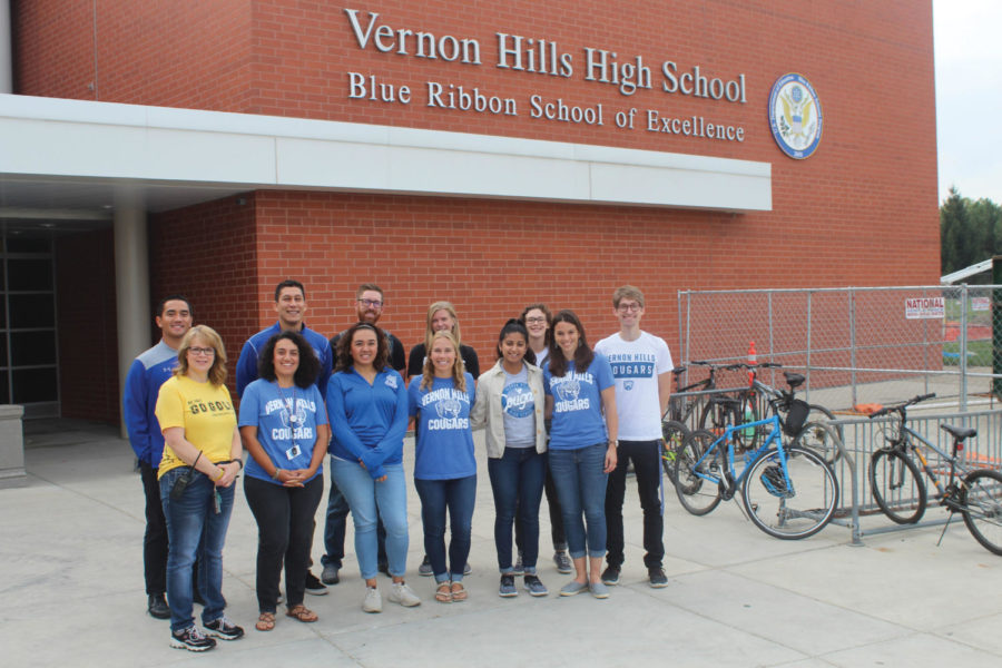 New+VHHS+teachers+pose+in+front+of+the+building.