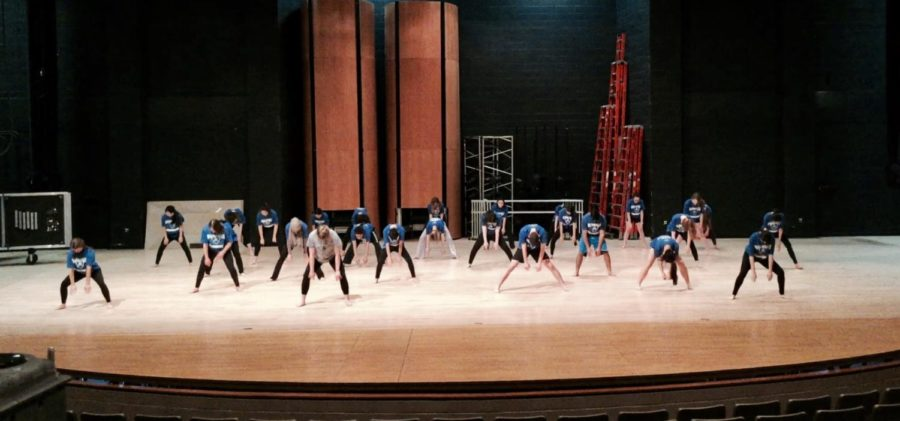 Students+in+Dance+1%2C+who+currently+cannot+exempt+from+PE%2C+rehearse+on+Feb.+1.