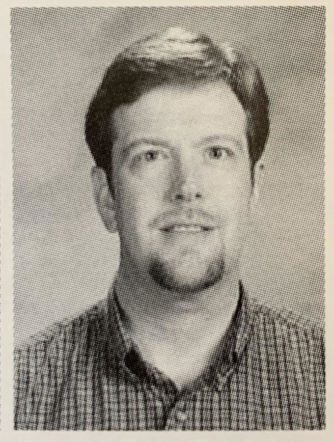 Picture+of+Mr.+Bomgaars+from+the+2001+VHHS+yearbook.